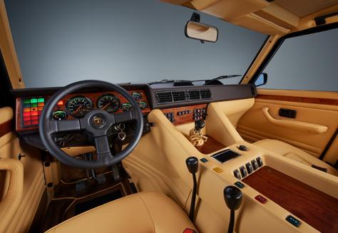 Lamborghini SUV1